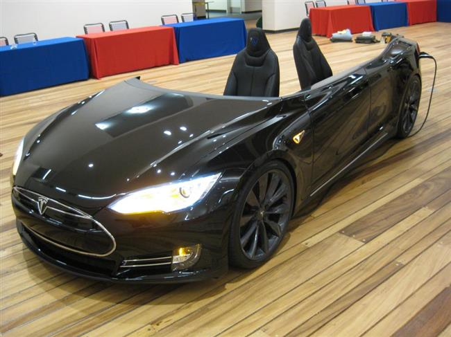 tesla-reception-desk-3