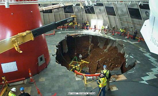 corvette-museum-sinkhole-recovery-cam