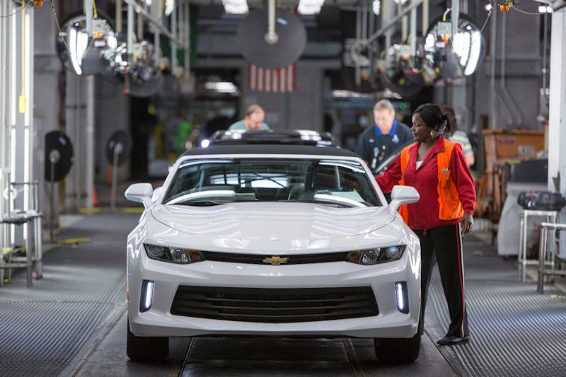 2016 camaro rolls off assembly line